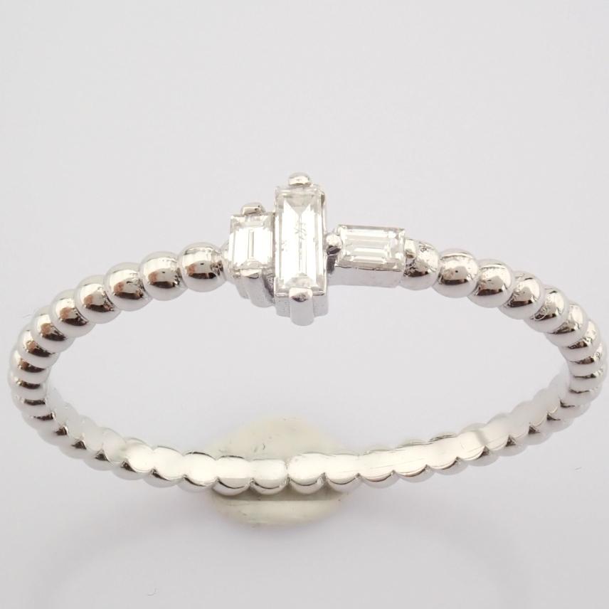 HRD Antwerp Certified 14K White Gold Diamond Ring (Total 0.12 Ct. Stone) 14K White Gold Ring - Image 6 of 8