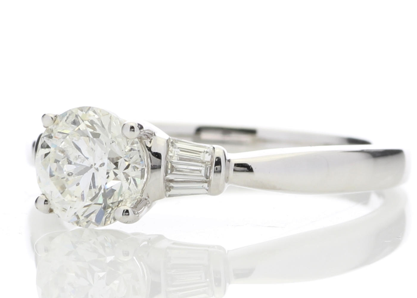 18k White Gold Diamond Ring With Baguette 1.15 Carats - Image 2 of 5