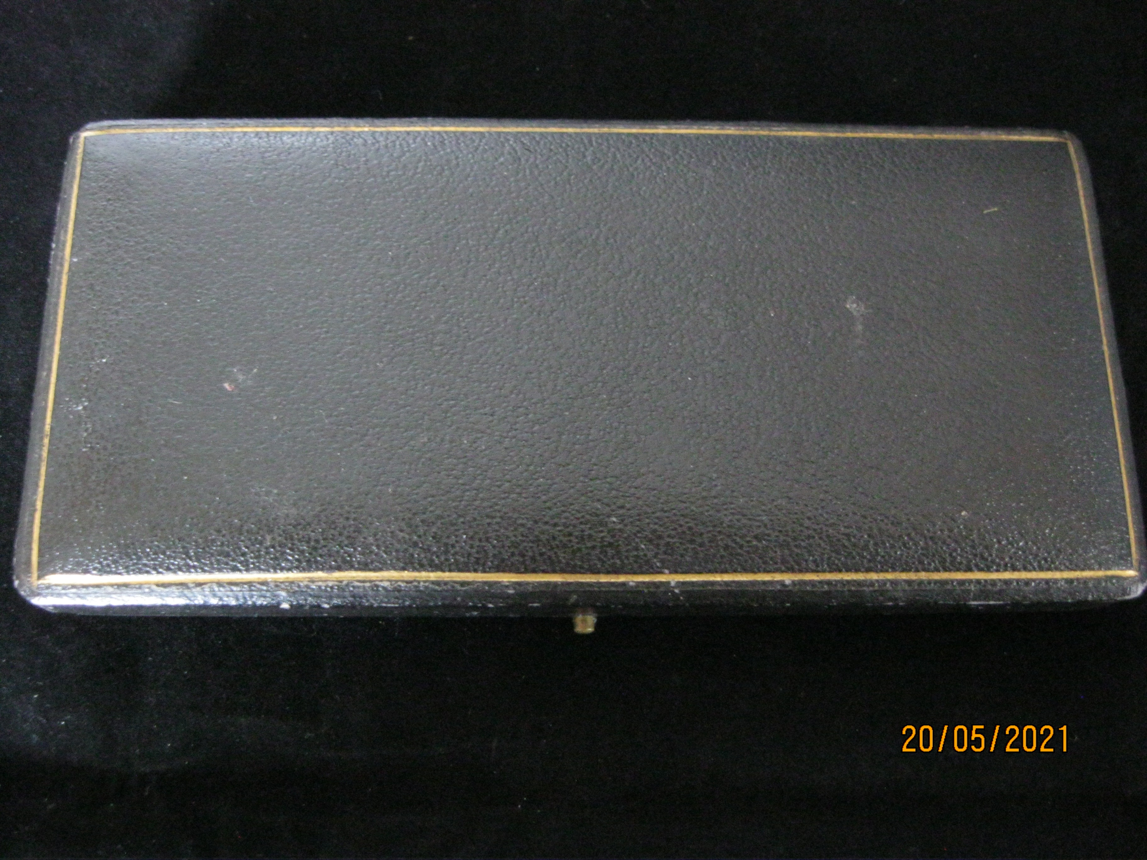 Pair Of Antique fruit Knifes With Mother Of Pearl Handles in Case - Image 9 of 9