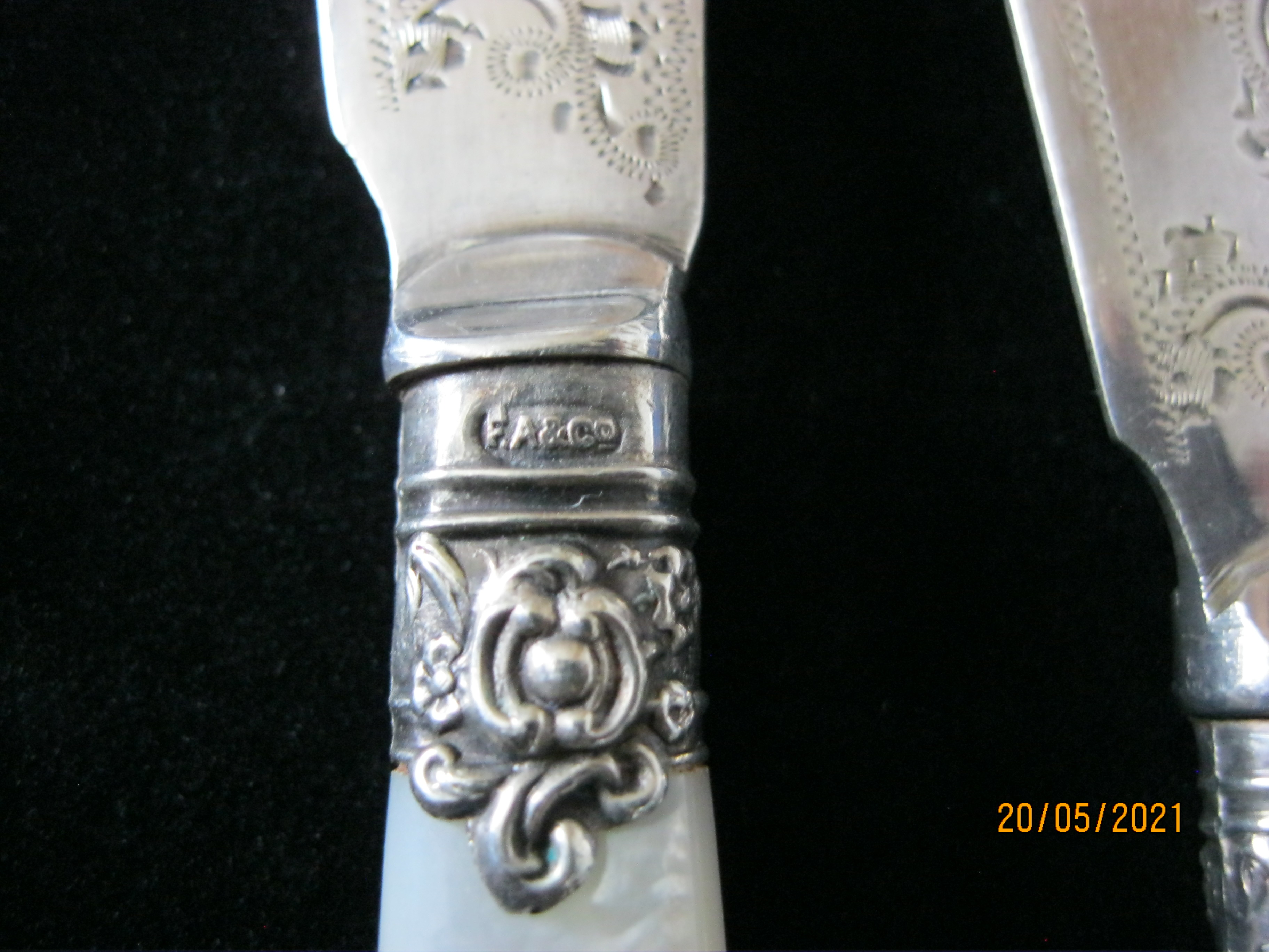 Pair Of Antique fruit Knifes With Mother Of Pearl Handles in Case - Image 8 of 9