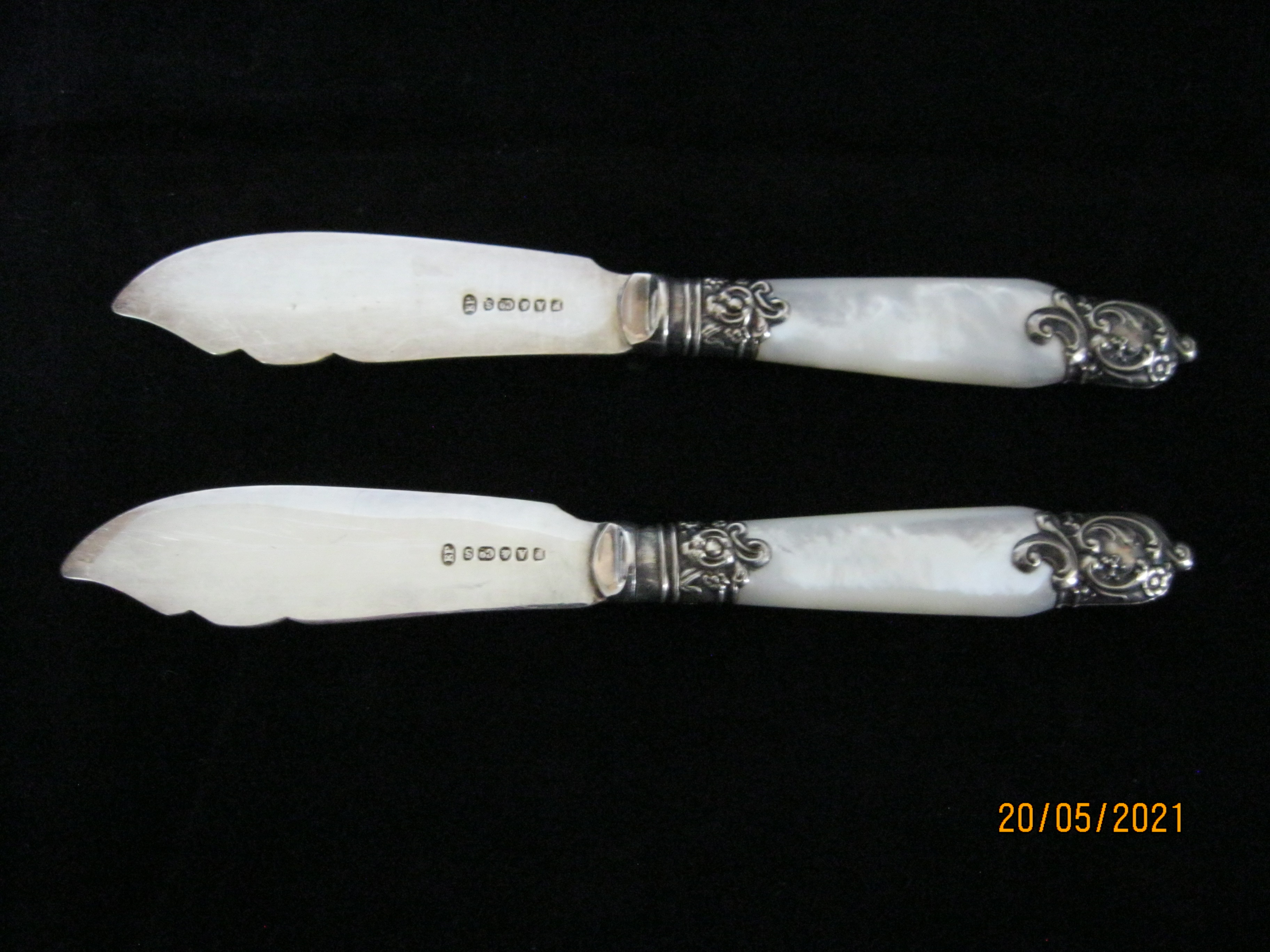 Pair Of Antique fruit Knifes With Mother Of Pearl Handles in Case - Image 6 of 9