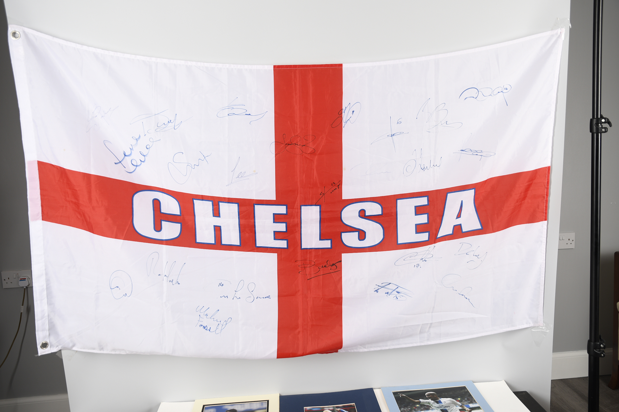 CHELSEA STARS & SIGNED FLAG Original Signature - Image 2 of 11