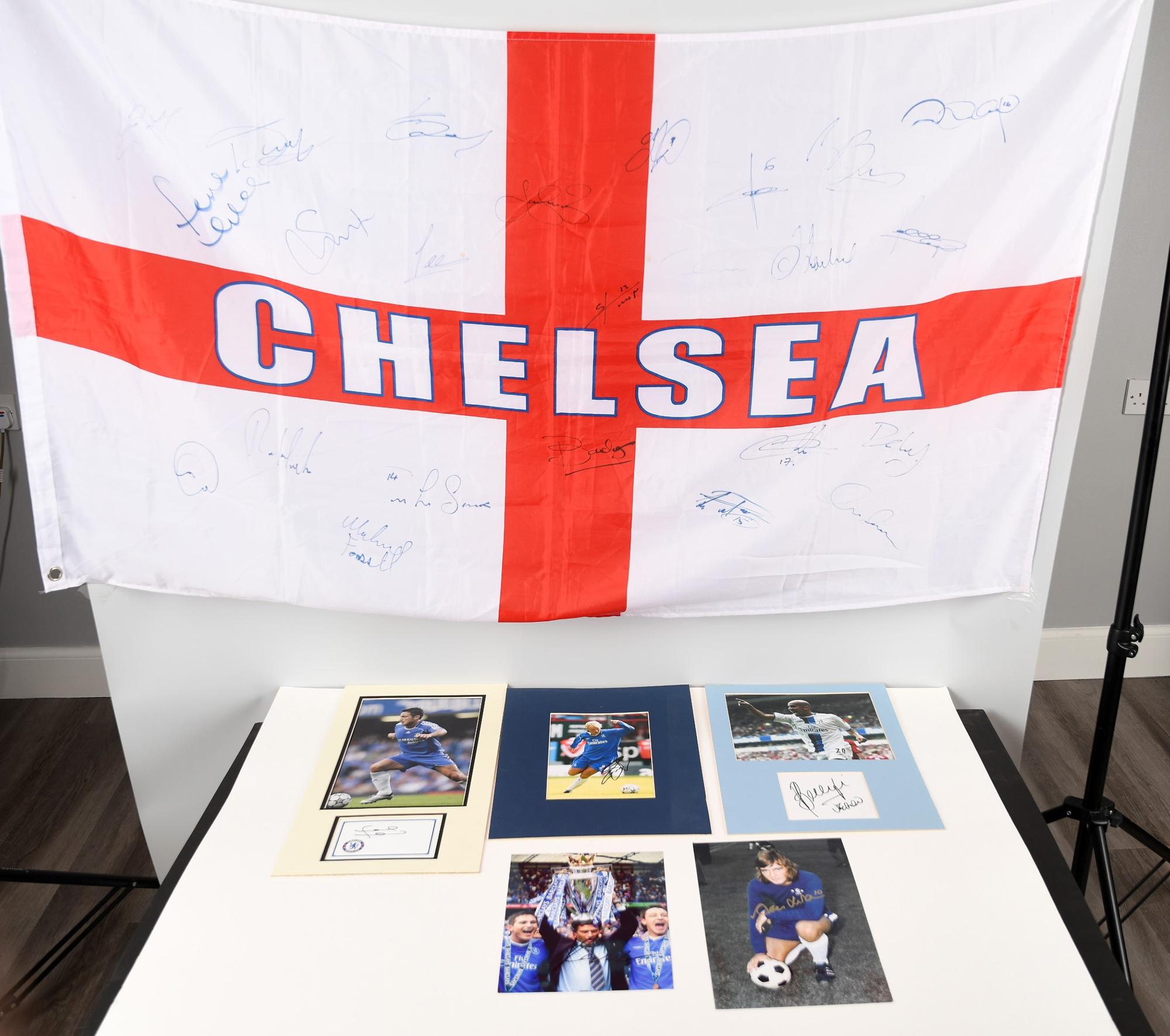 CHELSEA STARS & SIGNED FLAG Original Signature