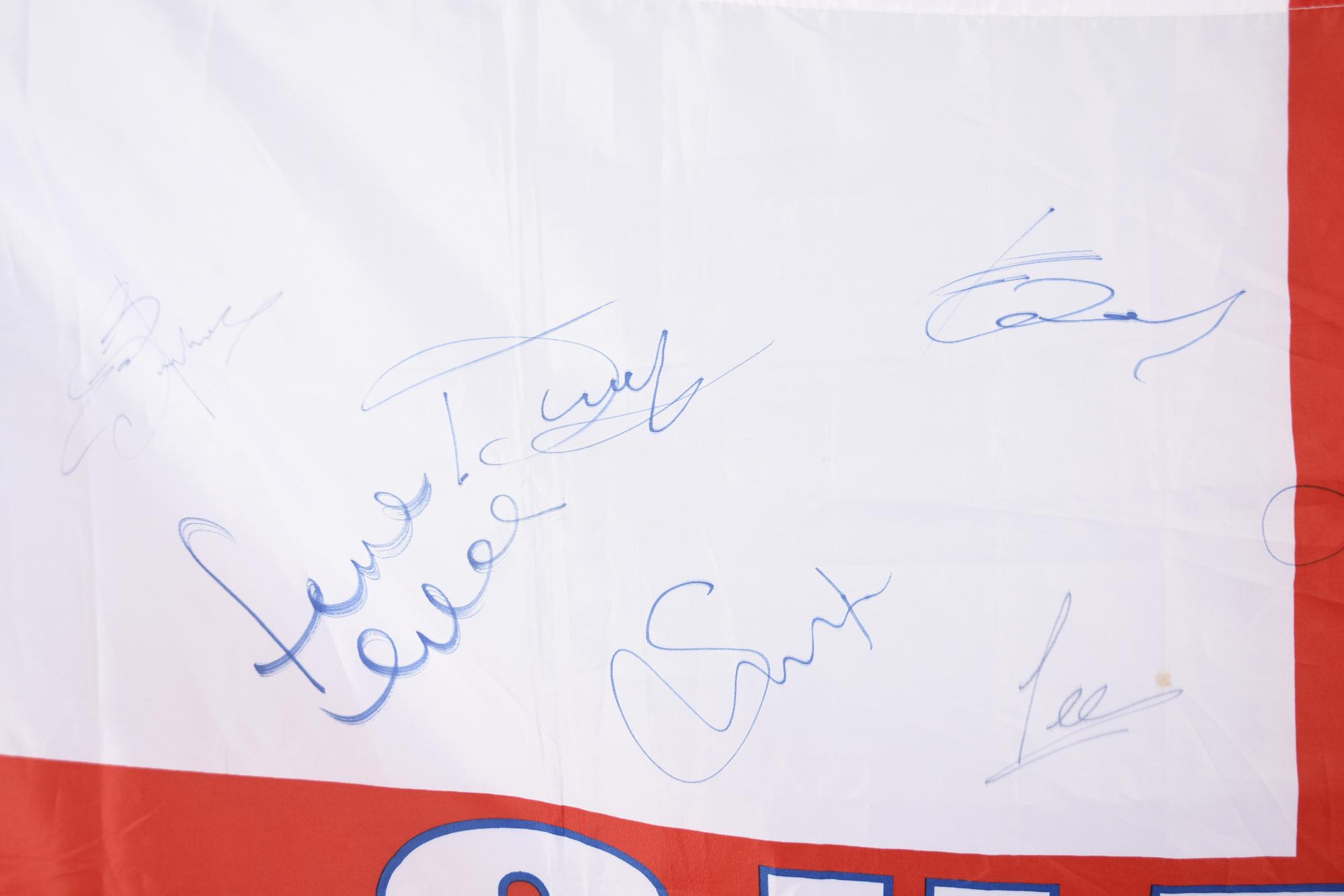 CHELSEA STARS & SIGNED FLAG Original Signature - Image 8 of 11