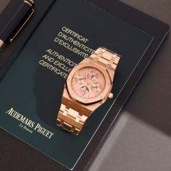Luxury Watches I Featuring a Jaeger-LeCoultre Reverso, Platinum Limited Edition I Free UK Delivery & 24 Months Warranty.