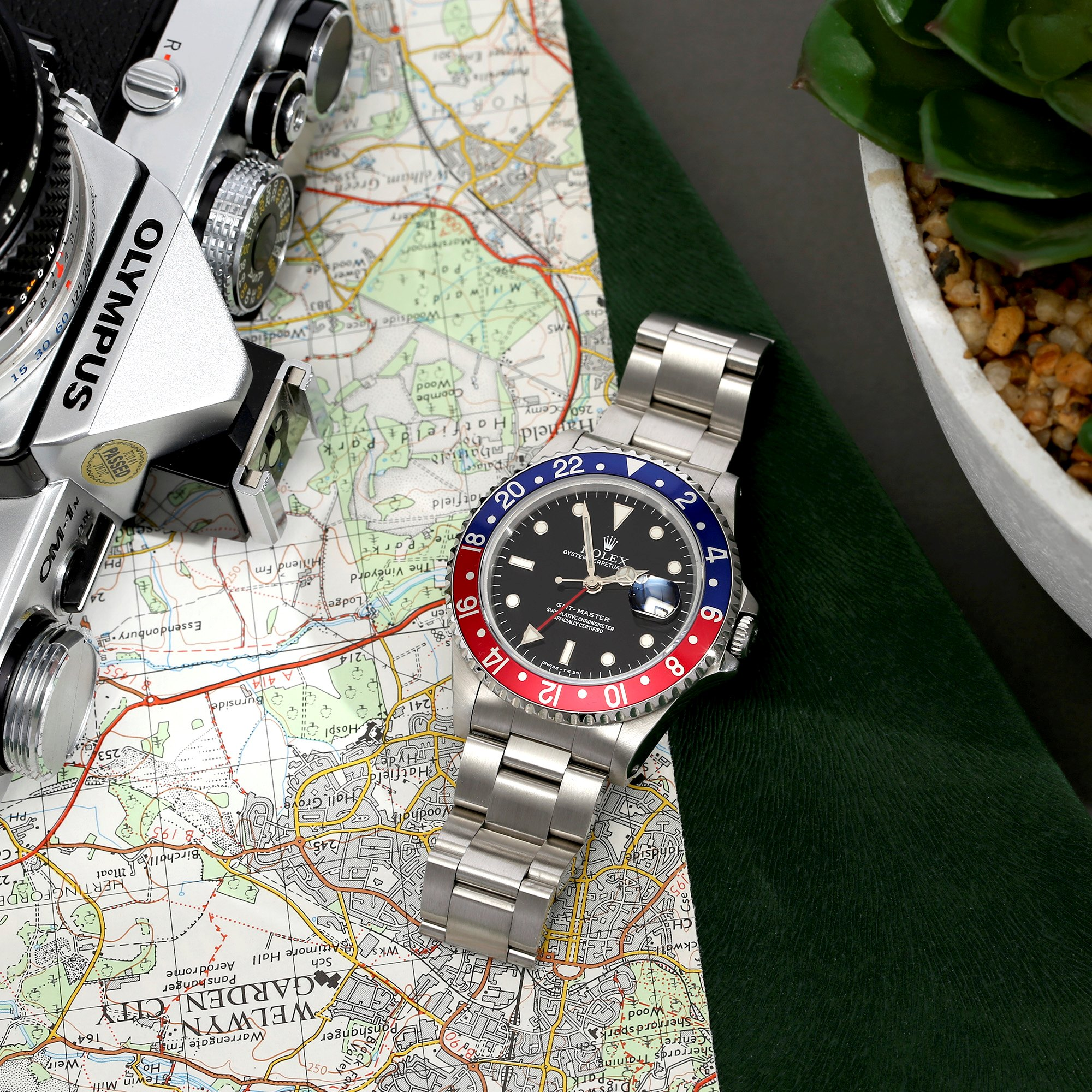 Rolex GMT-Master 16700 Men Stainless Steel Pepsi Serif Fat Font Watch - Image 4 of 11