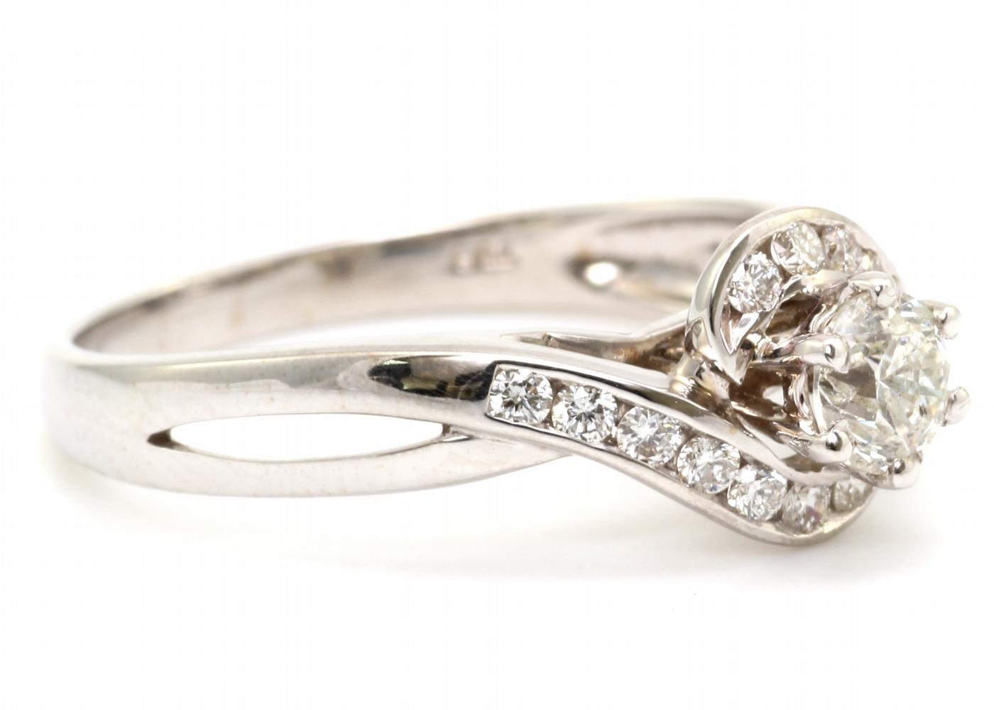 18ct White Gold Twist Diamond Ring 0.54 Carats - Image 4 of 4