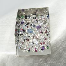 A parcel of over 150 loose stones including amethyst, emerald, cubic zirconia and sapphire. 89.05 ct