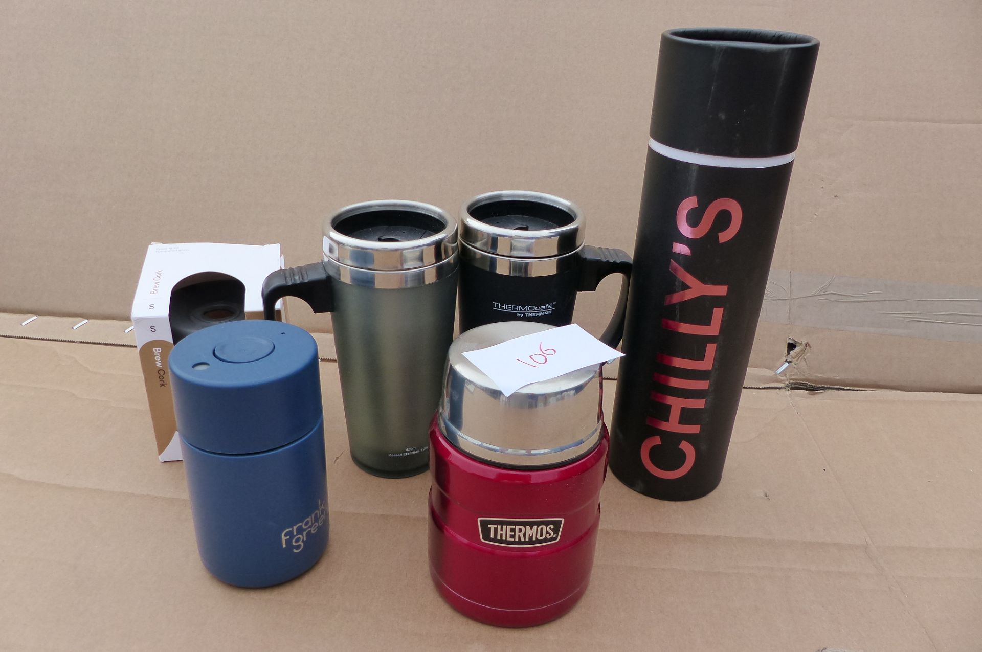 6 items Thermos travel mugs, Chillies water bottles