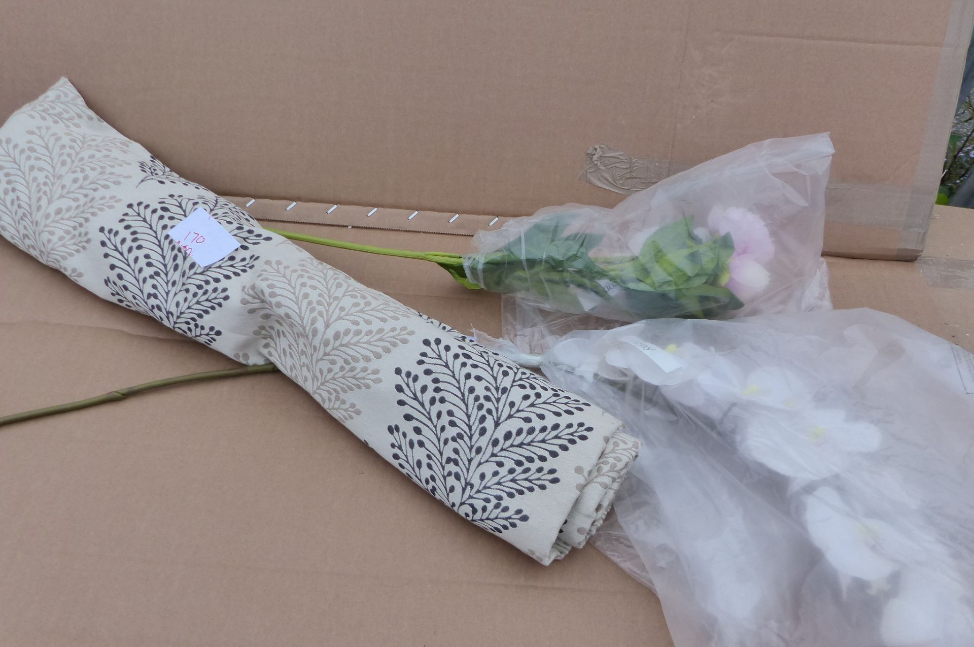 Roman blind fabric and artificial flowers
