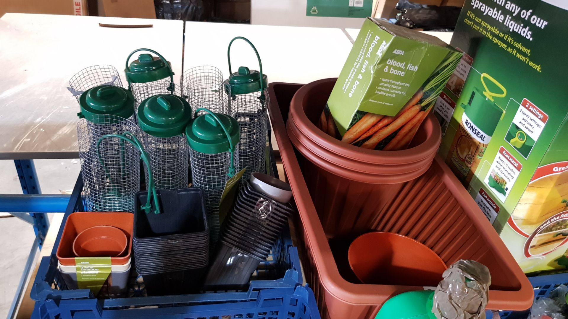 (3B) Gardening Lot – Contents Of Shelf. To Inc 3x Ronseal Precision Finish Fence Sprayer. Mixed Unw - Image 11 of 15
