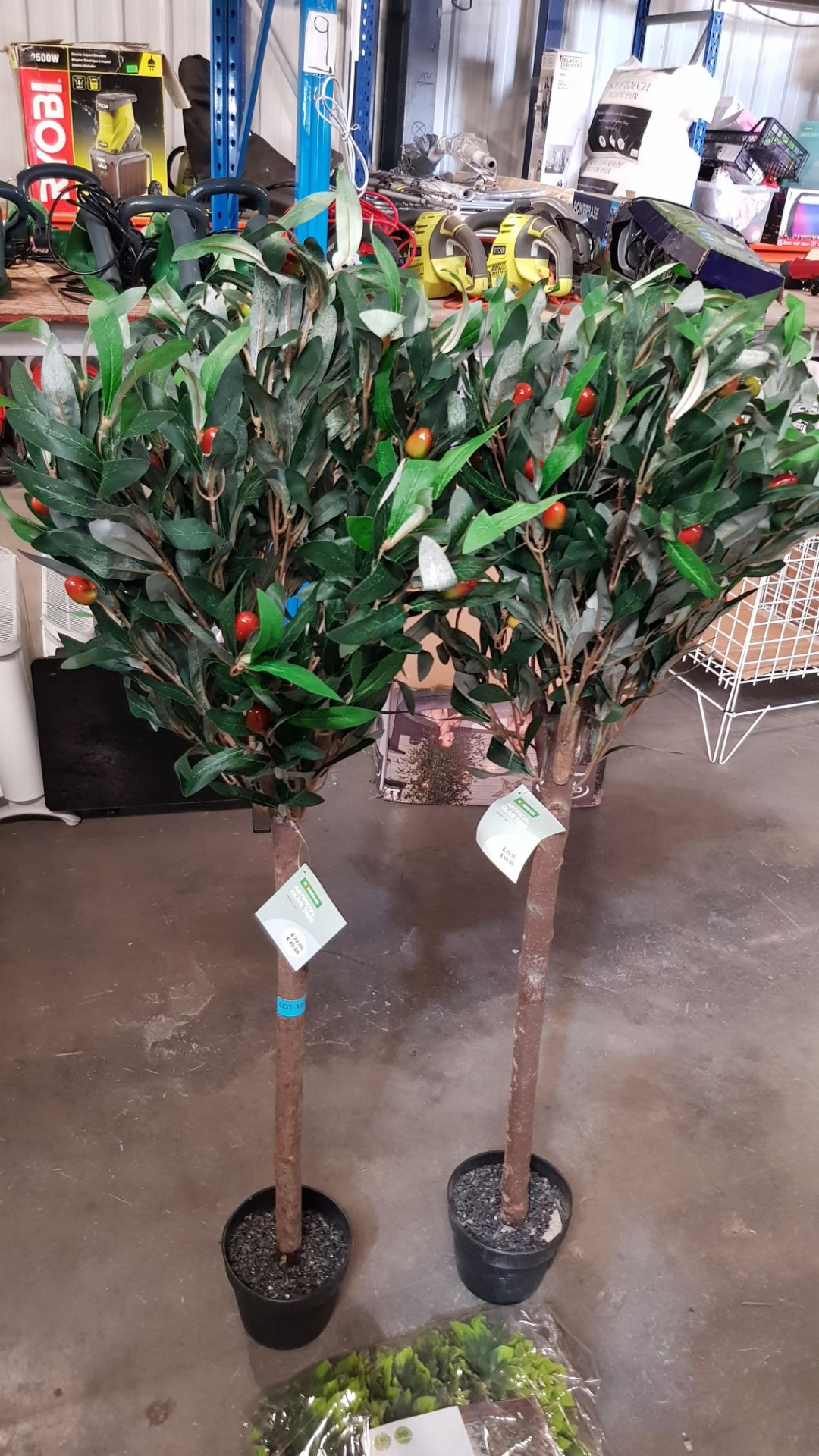 (4P) 3x Garden Items. 2x Artificial Olive Tree (With Tags) RRP £39 Each. 1x Maple Leaf Trellis (Sea - Image 4 of 6