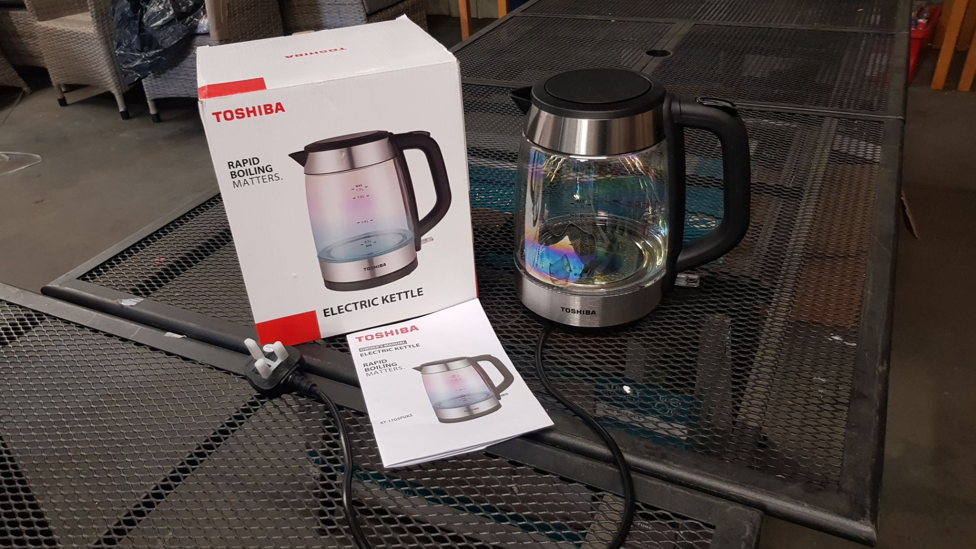 (15) 4x Items, 1x Toshiba Rapid Boiling Electric Kettle Cream. 1x Toshiba Rapid Boiling Electric Ke - Image 11 of 12