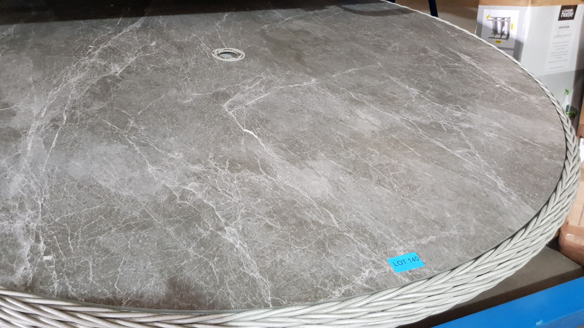 (3C) 2x Items. 1x Round Rattan 6 Seater Garden Patio Table With Mottled Table Top. 1x 2.7M Crank & - Image 5 of 7