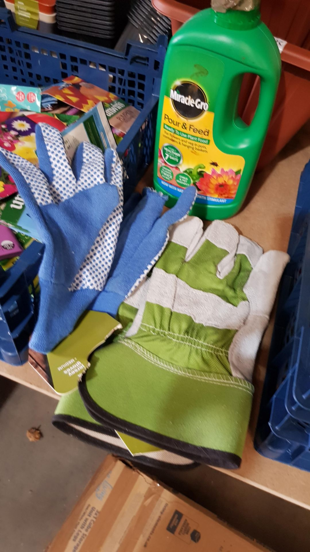 (3B) Gardening Lot – Contents Of Shelf. To Inc 3x Ronseal Precision Finish Fence Sprayer. Mixed Unw - Image 12 of 15