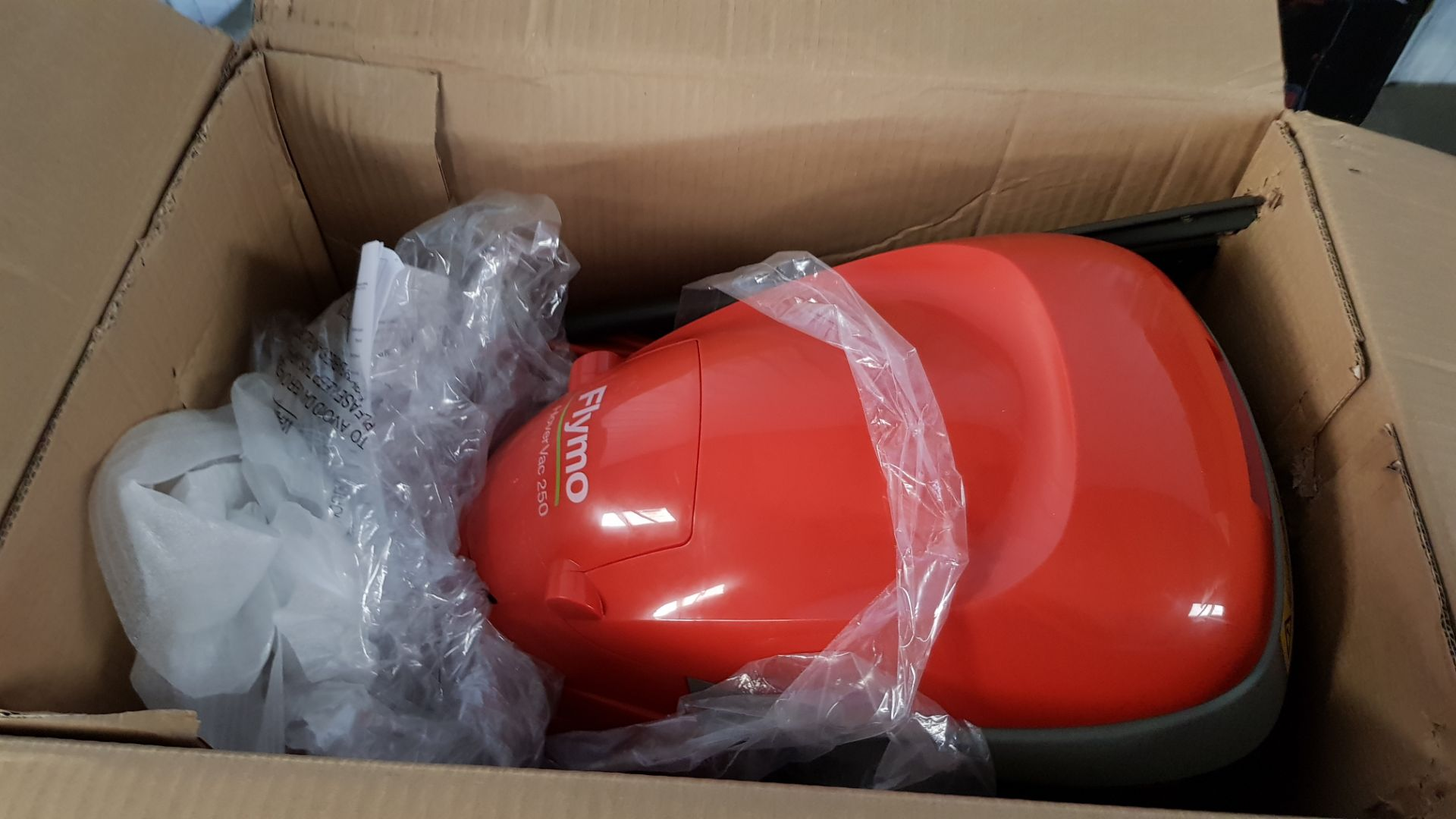 (P8) 1x Flymo Hover Vac 250 RRP £80. Contents Appear Clean, Unused. - Image 5 of 5