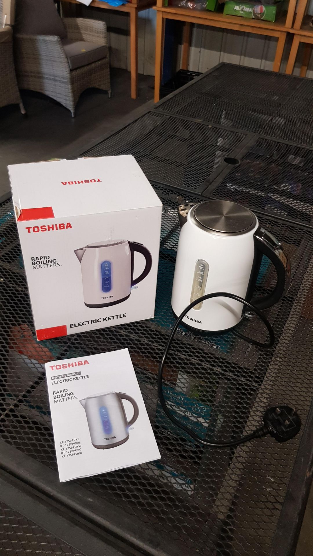 (15) 4x Items, 1x Toshiba Rapid Boiling Electric Kettle Cream. 1x Toshiba Rapid Boiling Electric Ke - Image 12 of 12