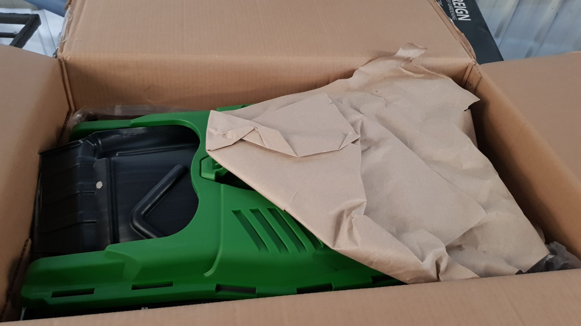 (P9) 1x Powerbase 37cm 40V Cordless Lawn Mower. RRP £199.00. Unit Appears Clean, As New & Unused. - Image 4 of 5