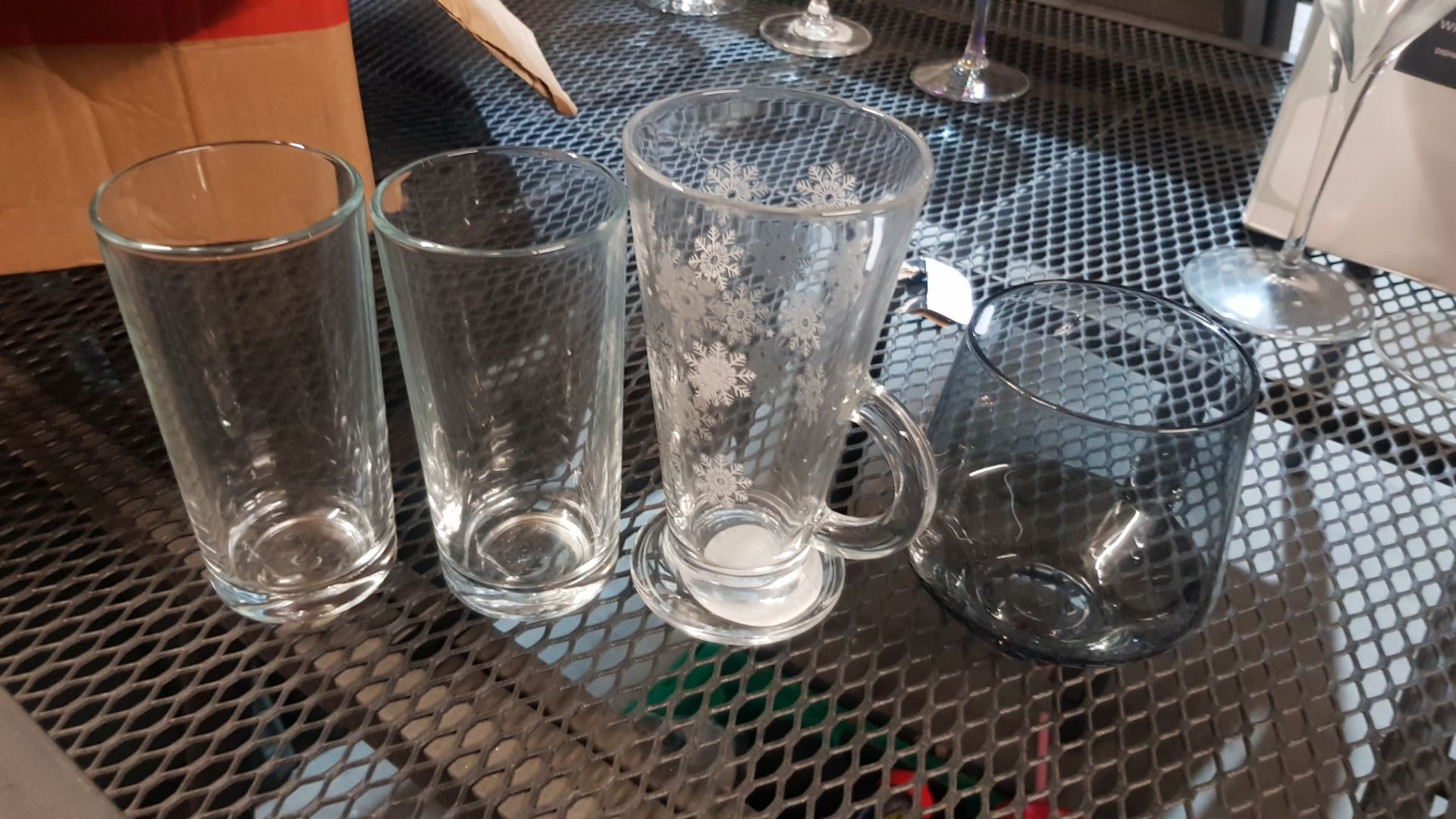 Glass Lot – Approx. 65x Items. To Include 16x Wine Glasses. 3x Large Gin Glasses. 12x Soda Glasses. - Image 17 of 21
