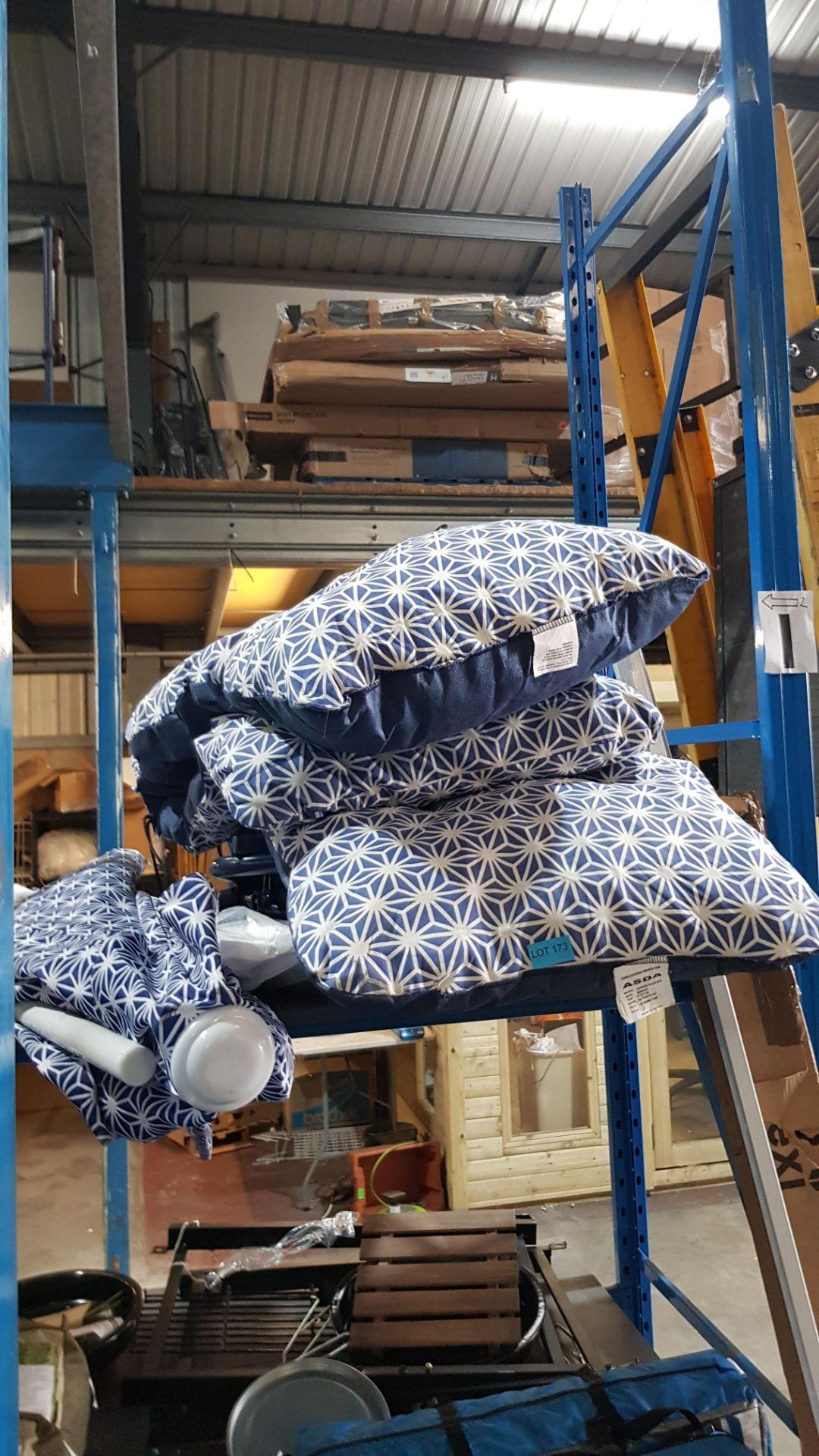 (2I) 3x Items. 2x Blue White Geometric Pattern Garden Recliners & 1x Matching Parasol. - Image 3 of 3