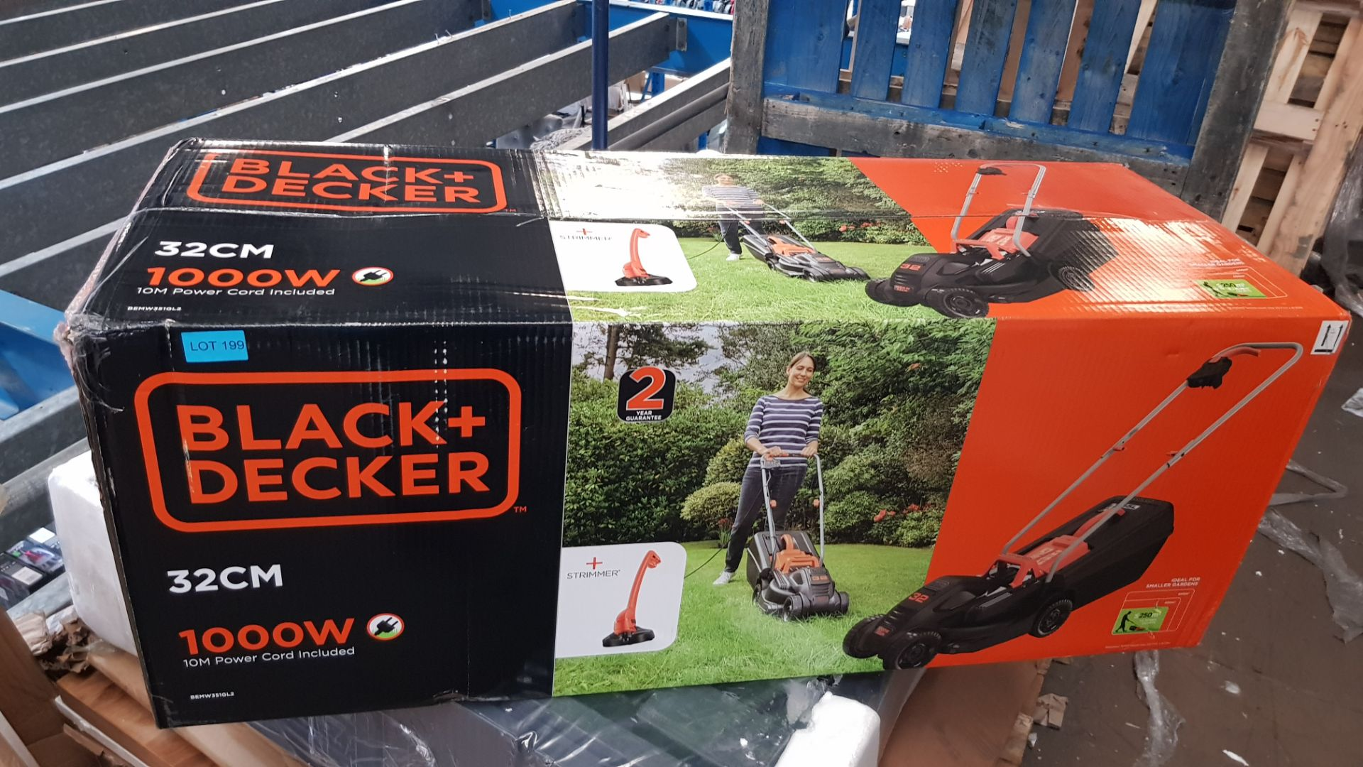 (P7) 1x Black & Decker 32cm 1000W 10m Corded Lawn Mower & Strimmer RRP £99. New, Sealed Item. - Image 3 of 3