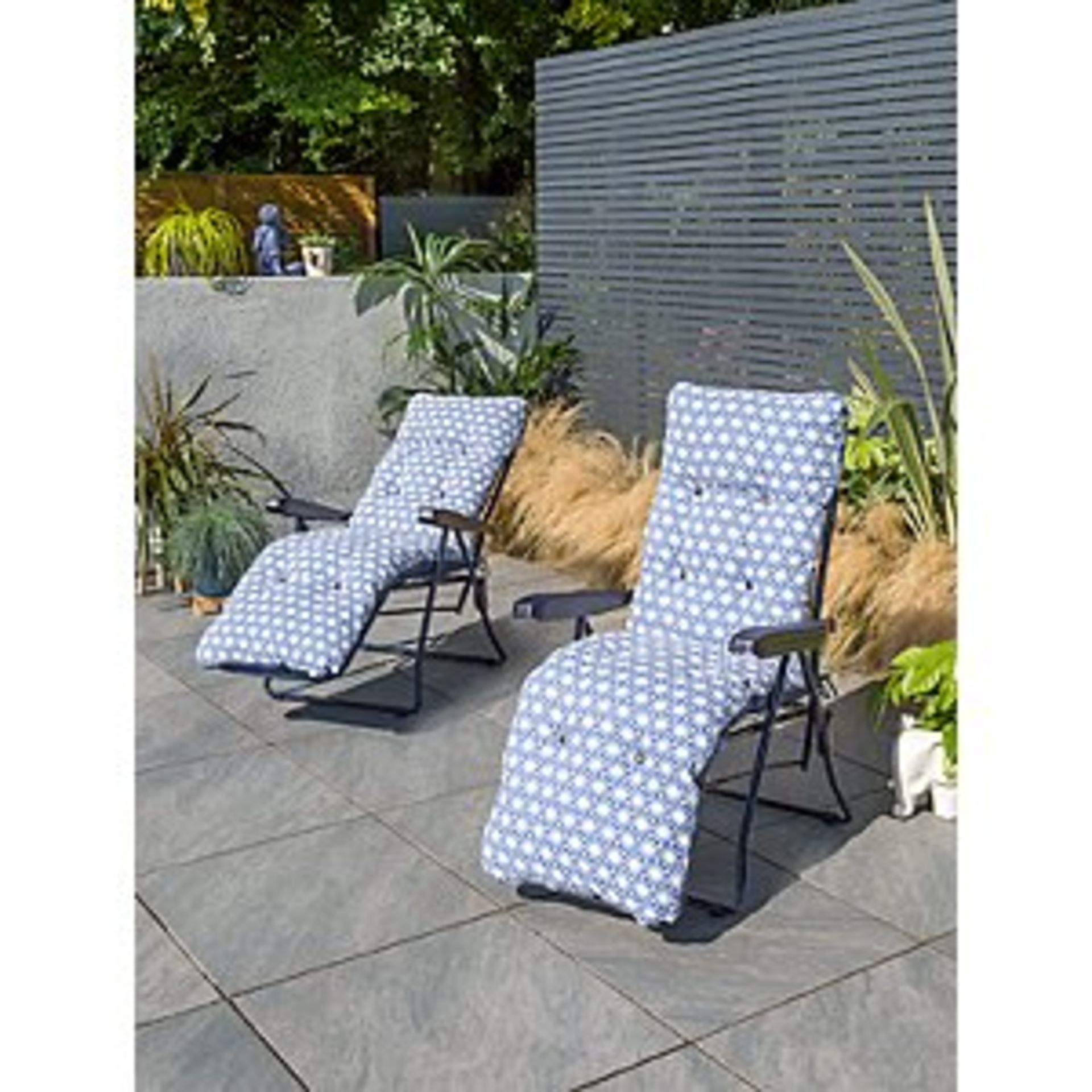 (2I) 3x Items. 2x Blue White Geometric Pattern Garden Recliners & 1x Matching Parasol. - Image 2 of 3