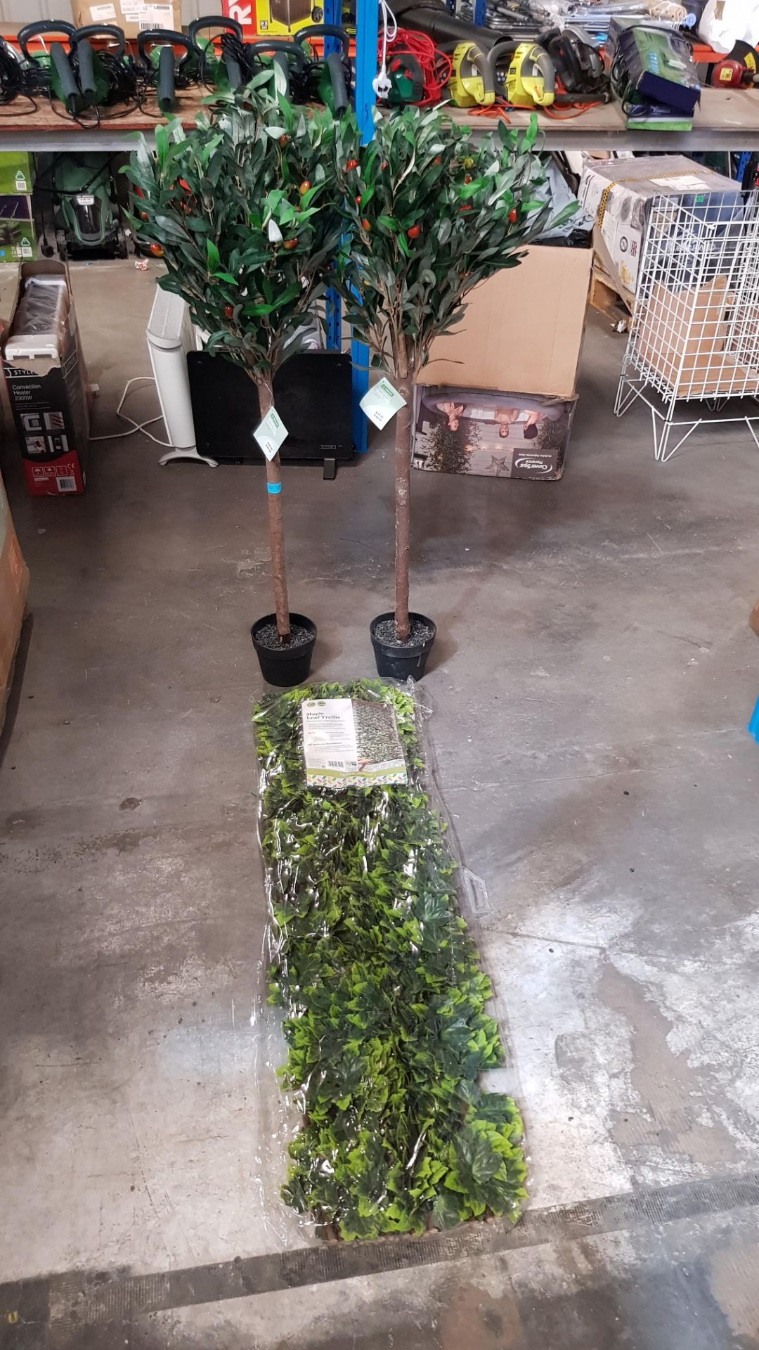 (4P) 3x Garden Items. 2x Artificial Olive Tree (With Tags) RRP £39 Each. 1x Maple Leaf Trellis (Sea - Image 3 of 6