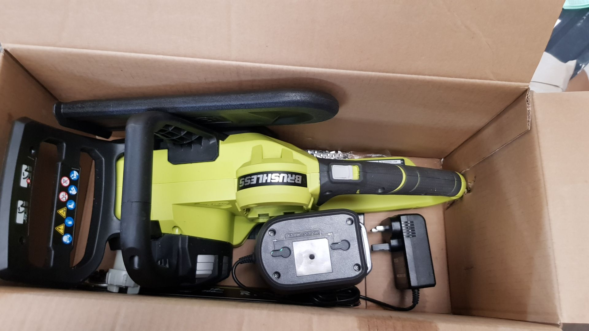 (P9) 1x Ryobi One+ Brushless 18V Cordless Chainsaw RRP £160. (With Battery & Charger) - Image 5 of 8