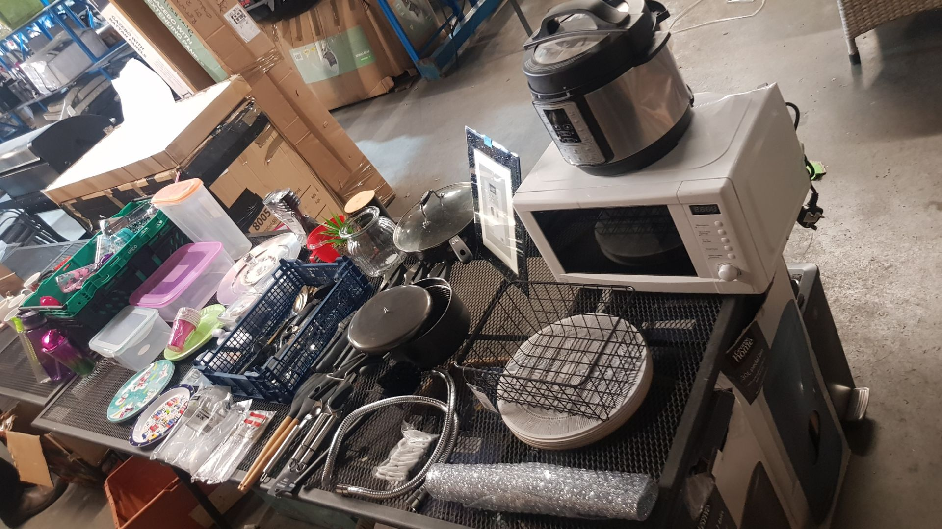 Jobbers Mixed Lot. To Include Plastic & Thermos Drinking Vessels. Plastic Storage Containers. Mixed - Image 2 of 21