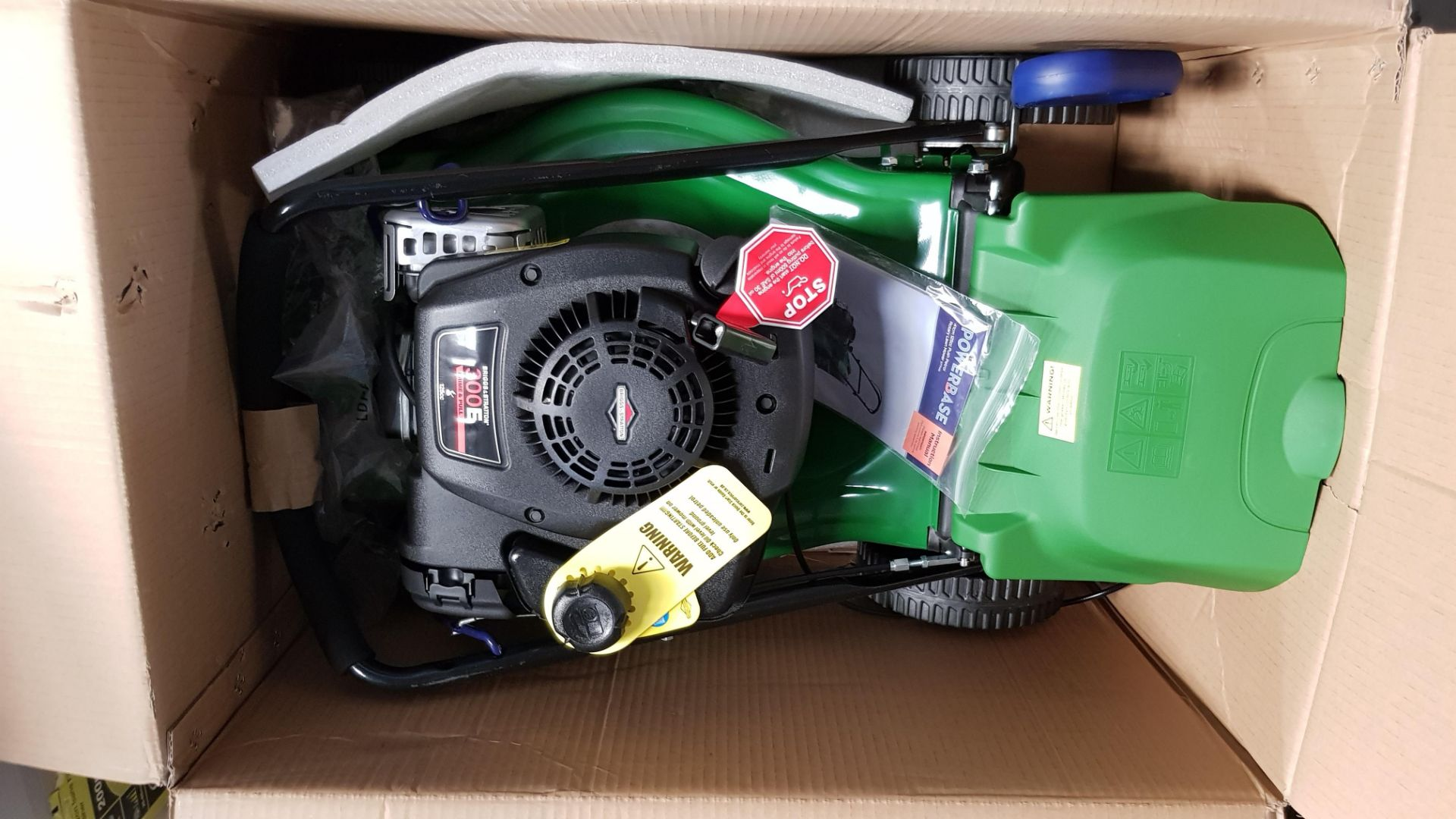 (P5) 1x Powerbase 41cm 125cc Pish Petrol Rotary Lawn Mower. RRP £199.00. Unit Is Clean, Appears N - Image 5 of 5