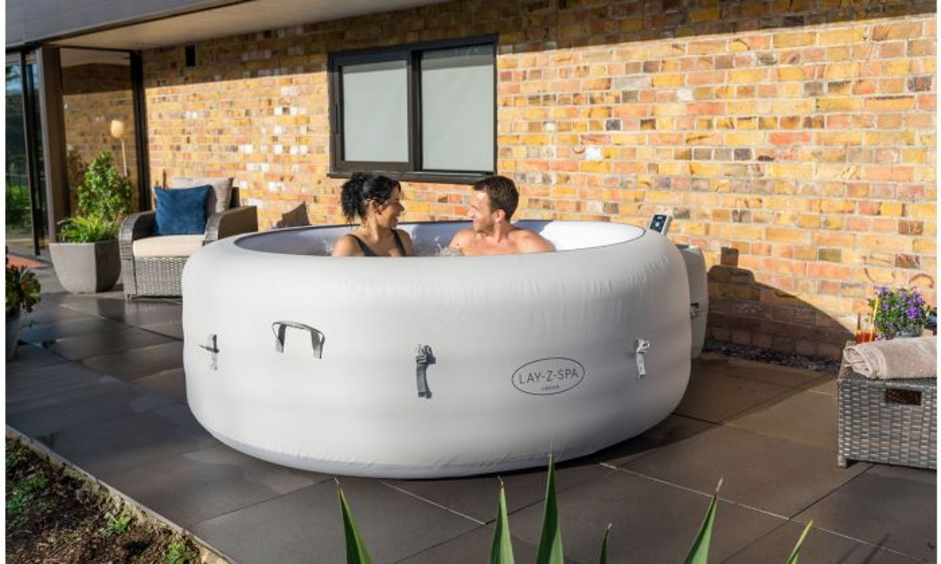 (2J) 1x Bestway Lay-Z-Spa Vegas Portable Hot Tub. RRP £599.00. (Lot Comes With Pump, Main Body, Inf