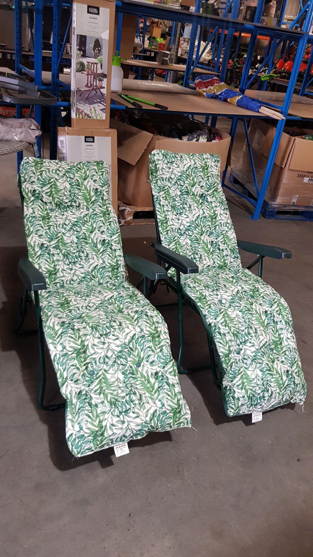 (3A) 2x Fern Pattern Green Reclining Garden Chair. - Image 4 of 4