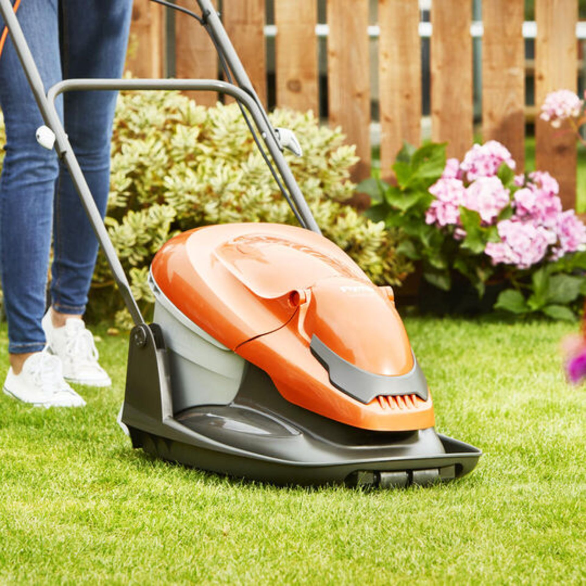 (P9) 1x Flymo Easiglide 300 RRP £99. Electric Hover Collect Lawnmower. - Image 2 of 3