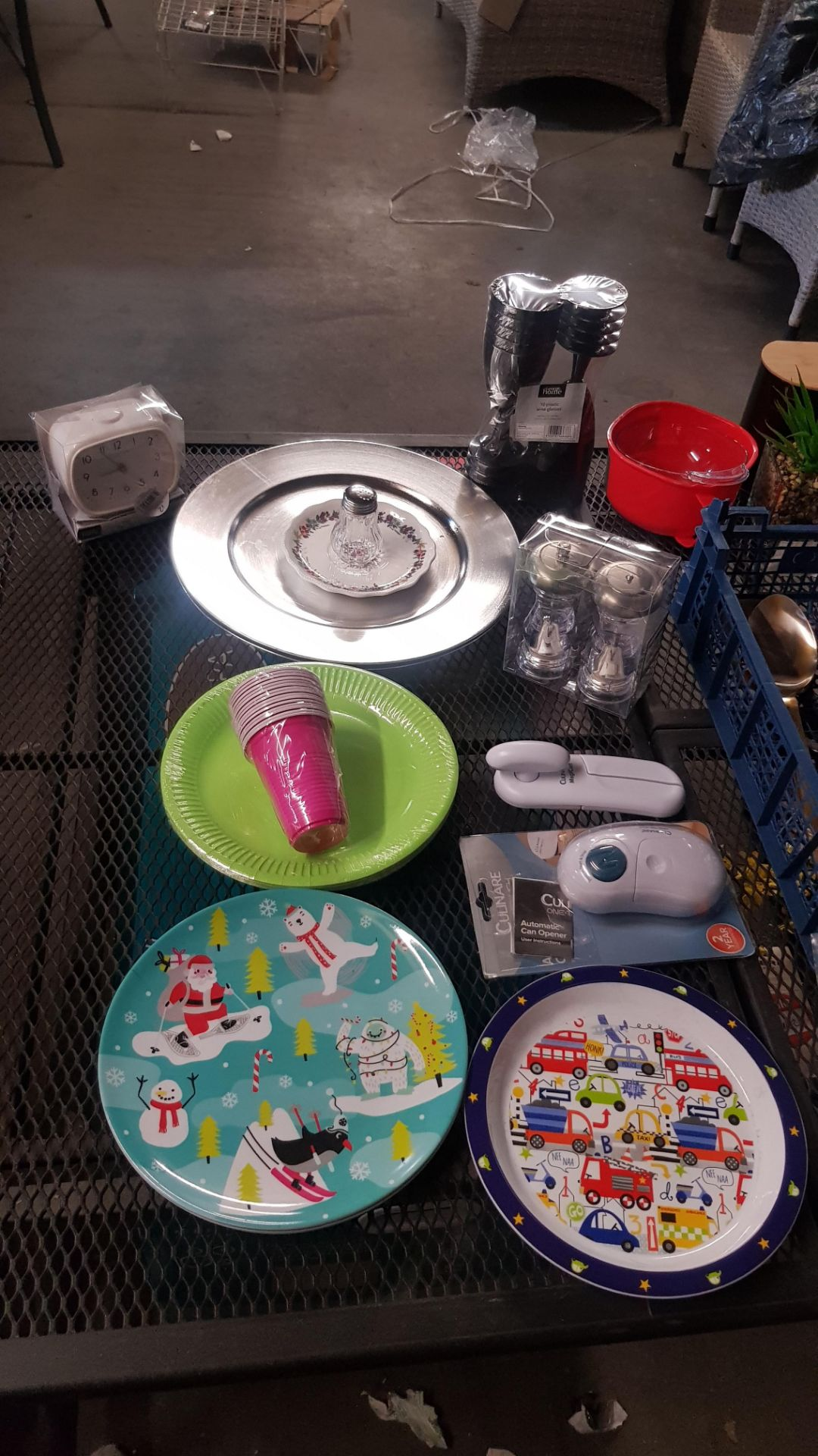 Jobbers Mixed Lot. To Include Plastic & Thermos Drinking Vessels. Plastic Storage Containers. Mixed - Image 6 of 21
