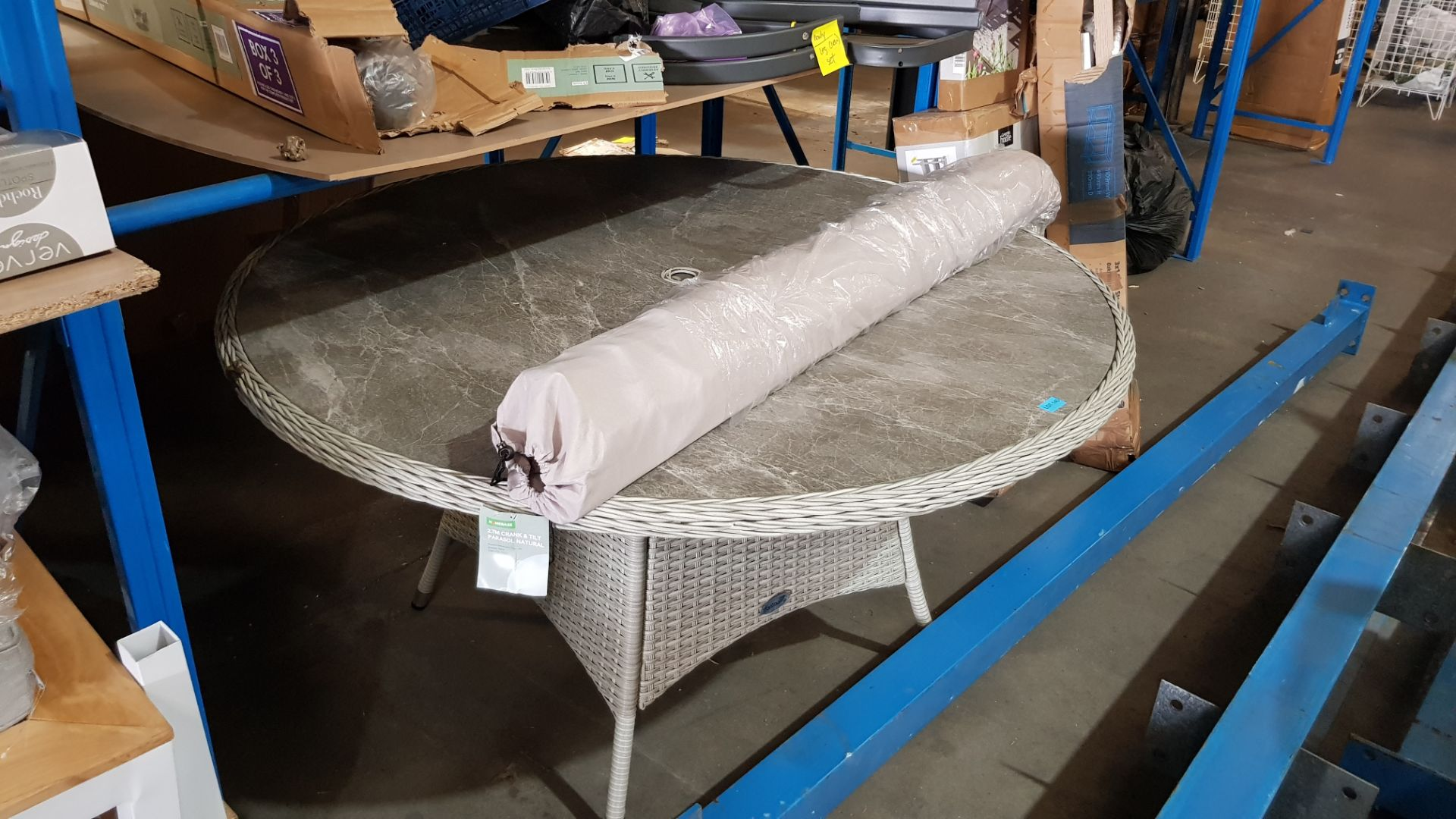 (3C) 2x Items. 1x Round Rattan 6 Seater Garden Patio Table With Mottled Table Top. 1x 2.7M Crank & - Image 3 of 7