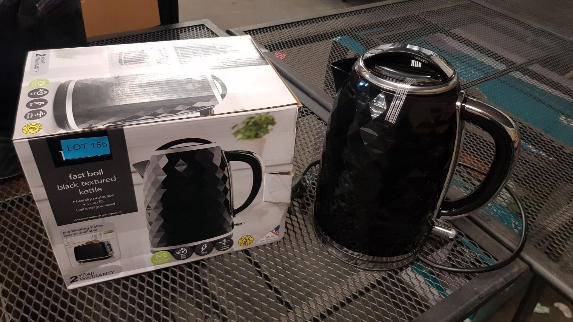 (15) 4x Items, 1x Toshiba Rapid Boiling Electric Kettle Cream. 1x Toshiba Rapid Boiling Electric Ke - Image 9 of 12