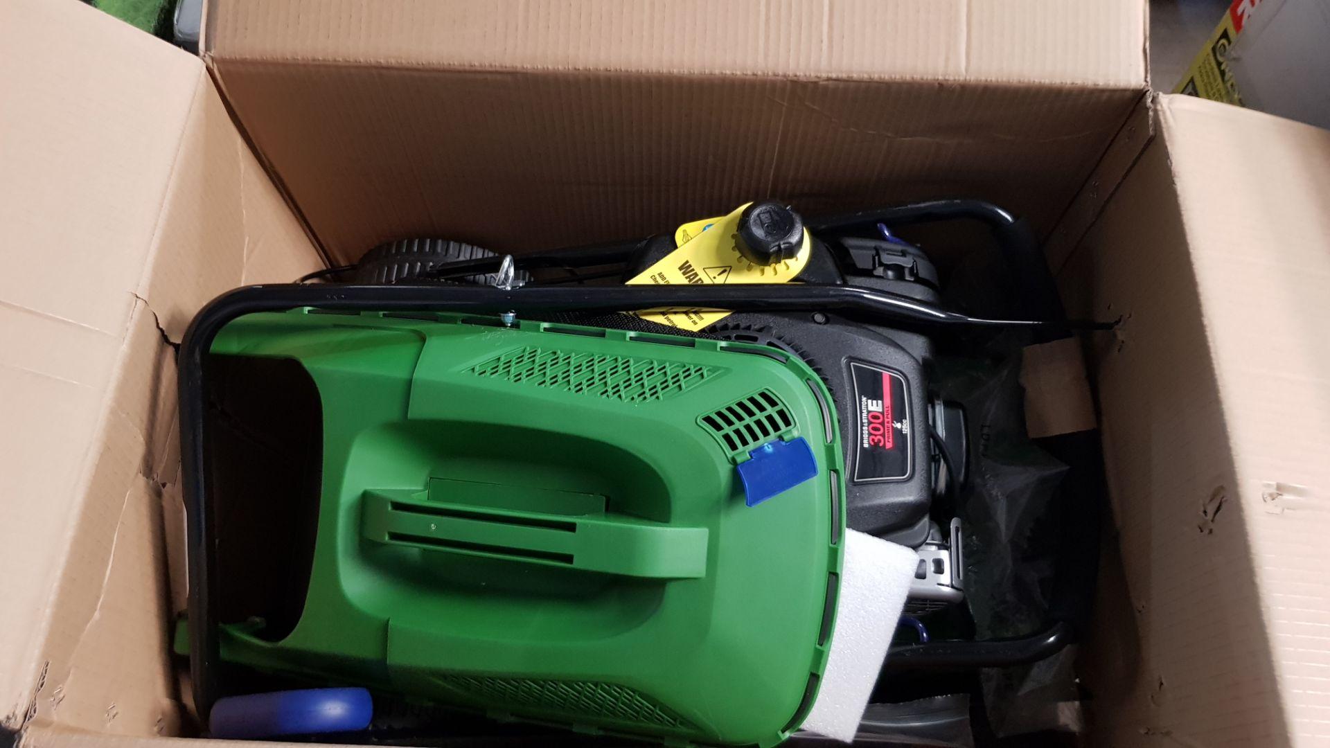 (P5) 1x Powerbase 41cm 125cc Pish Petrol Rotary Lawn Mower. RRP £199.00. Unit Is Clean, Appears N - Image 4 of 5