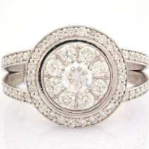 Certificated 18K White Gold Diamond Ring (Total 1.09 Ct. Stone)