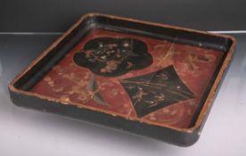 Tablett (wohl China od. Japan, um 1900), Lackarbeit auf Holz, Darstellungen von Vögeln u.