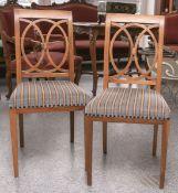 2 Stühle aus der Biedermeierzeit (1820/30), Nußholz massiv, Sitz gepolstert, Sitzhöhe ca. 45 cm.