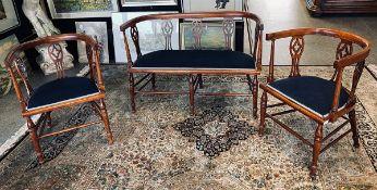 Alte Sitzgarnitur aus 3 Teilen, bestehend aus 2 hufeisenförmigen Sesseln/Stühlen u. 1