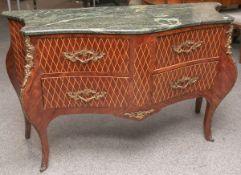 Barockkommode (Stilmöbel nach einem alten Vorbild), Schaufront m. nach vorne geschweift auf hohen