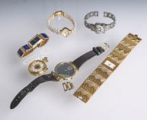 Konvolut von sechs diversen Damen-/Schmuckuhren (fünf Armbanduhren und eine Taschenuhr),