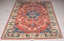Täbriz (Persien), Wolle auf Wolle, Pflanzenmotive, ca. 247 x 163 cm. Eine Seite ohne Fransen.