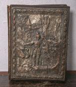 Fotoalbum (um 1900), Deckblatt: Einband mit aufgelegter Reliefplatte aus Metall (wohl Kupfer), teils