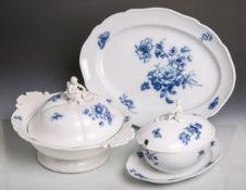 """3 Geschirrteile (Meissen, blaue Schwertermarke, Knaufzeit, wohl 19. Jh.), Dekor """"Blaue Blume"""","""