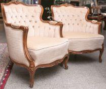2 gepolsterte Sessel (im Stil des 2. Barocks, Louis Philippe), Nußholzrahmung m. Schnitzwerk, ca. 84