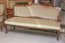 Sofabank (wohl 18. Jh.), Rahmung geschweift, aus massivem Holz gearbeitet, Sitz u. Rücken
