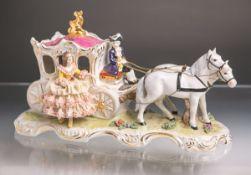"""Figurengruppe """"Pferdekutsche m. Dame im Spitzenkleid"""" (Dresden, braune Unterbodenmarke),"""