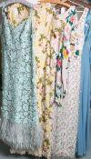 Konvolut von eleganten aufwendig geschneiderten Damenroben (wohl 1950/ 60er Jahre), bestehend aus: